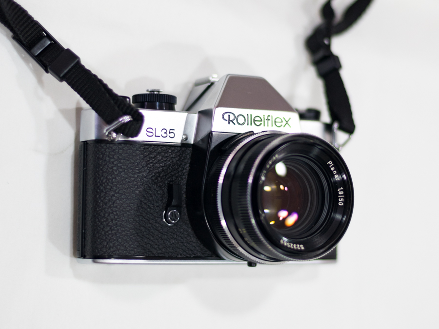 (Sold) Rolleiflex SL 35 (Germany) + Carl Zeiss Planar 50mm f1.8 (Germany)