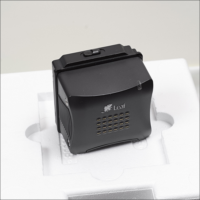 (Sold) Selling Leaf Valeo-22 Wi digital back for Hasselblad V (a box set)